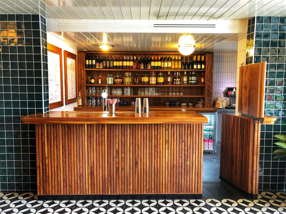 Mollies diner bar